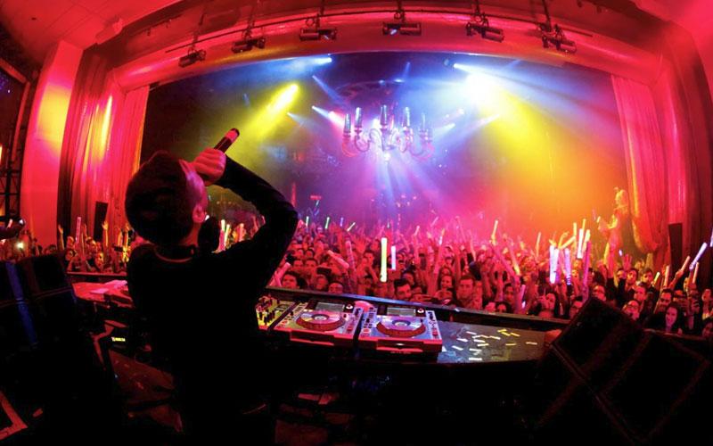 Surrender Nightlcub Las Vegas behind the dj booth.